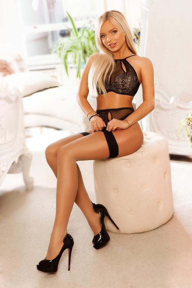 Lisa Blonde Beautiful Baker Street Escort in London
